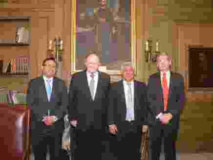 Presidente del CORE, junto al embajador Perú